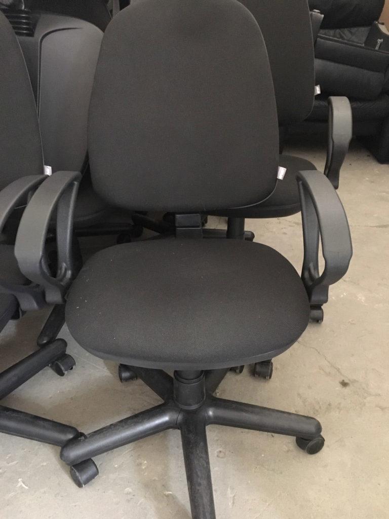 кресла новые офисные