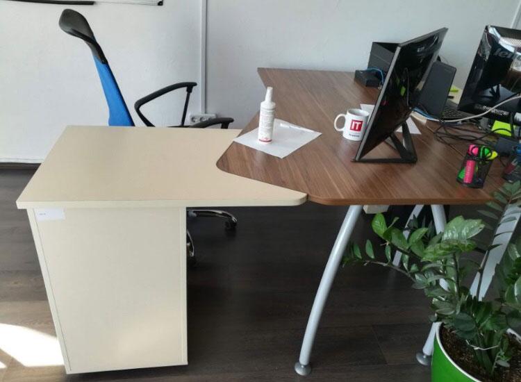 комфортный офисный стол б/у