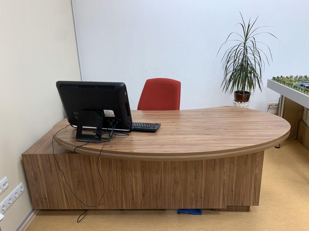 элитный кабинет руководителя зебрано стол спереди